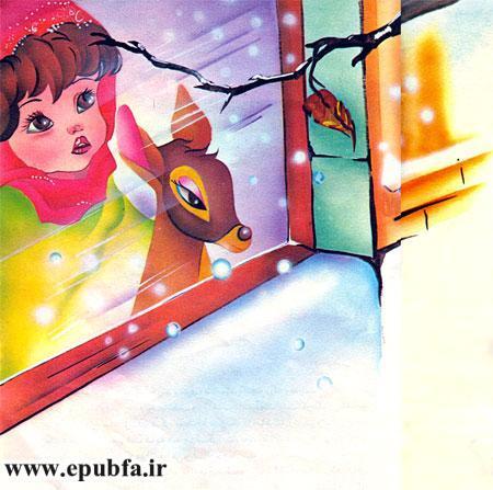 دختر کوچولو و بره آهو در یک روز زمستانی بیرون پنجره را تماشا می کردند-آرشیو قصه و داستان کودکانه ایپابفا