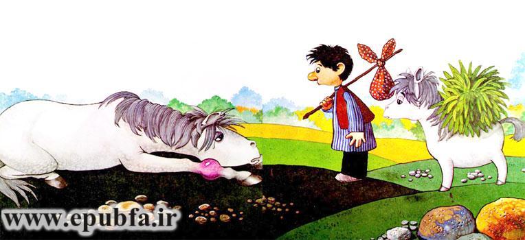 پاهای ماده اسب سفید در رفته و نخودی و کره اسب از او مراقبت می کنند - قصه کودکانه ایپابفا