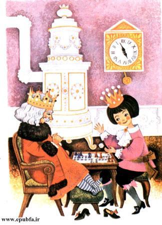 شاهزاده و پدرش در سالن بزرگ قصر نشسته و مشغول شطرنجبازی بودند